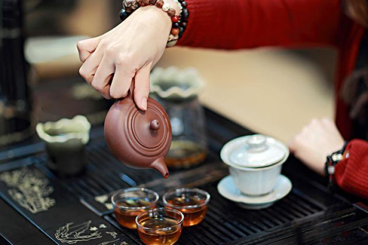 Dégustation du thé dans une maison de thé
